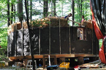 strawbale-yurt